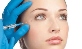 Aplikace botoxu v okolí očí